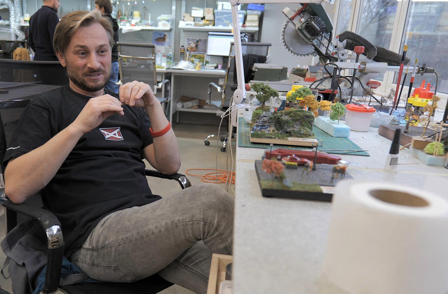 Киевские художники создают один из крупнейших макетов Украины в миниатюре. ФОТО