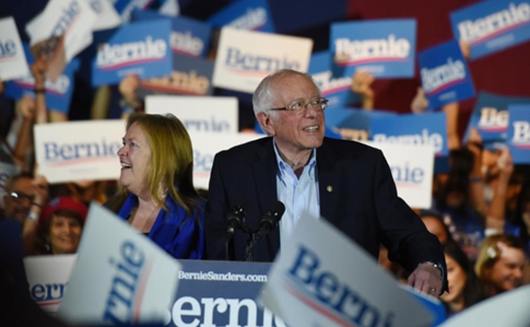 86d9bd4 sanders1 - Выборы в США: Сандерс побеждает на предварительных выборах в Неваде