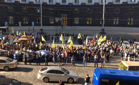 Вцентре столицы образовались пробки из-за митинга водителей авто наеврономерах