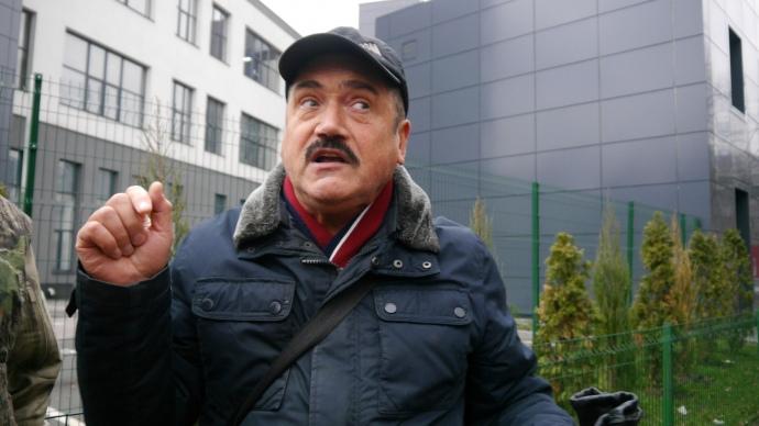 Володимир Осипчук, перехожий, підтримує блокаду каналу