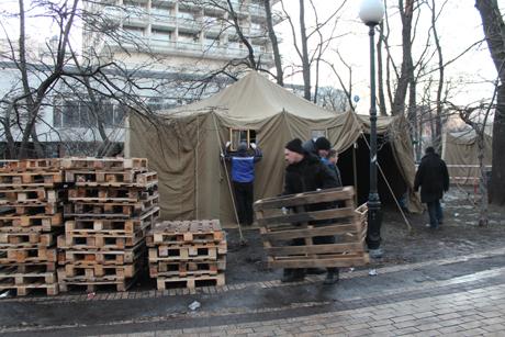 Антимайдан збирає речі. Фото Оксани Коваленко, УП