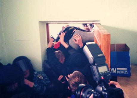 В центре Киева Свобода подралась с Молодыми регионами (видео)