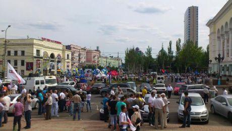 Перекрыли проезд по дороге в Донецке