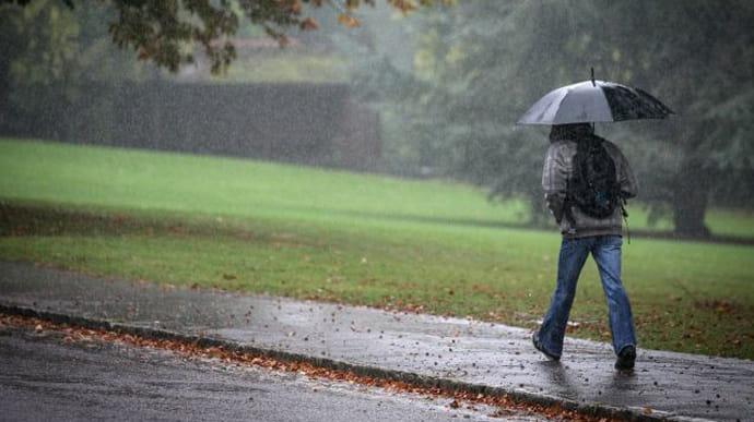 Завтра в Україні погіршиться погода: оголошено штормове попередження