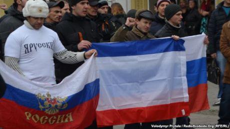 В Крыму Крымский фронт и другие организации требуют просить у России помощи