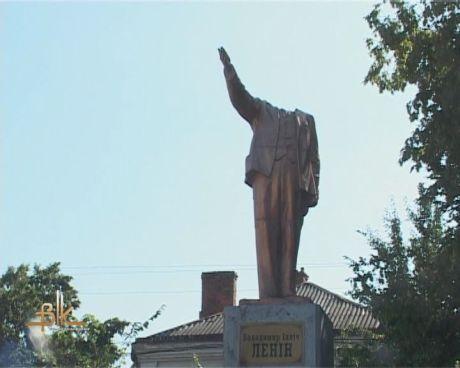 В Бердичеве снесли голову Ленину