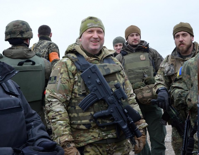 Секретар РНБО Олександр Турчинов неодноразово позував з виробами