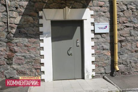 Офіс центру Правова держава знаходиться в одній будівлі з Українським вибором Віктора Медведчука.