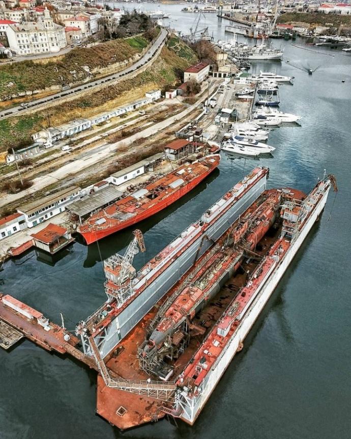 У бухті Севастополя Ппдводний човен очікував на ремонт з середини 2000-х