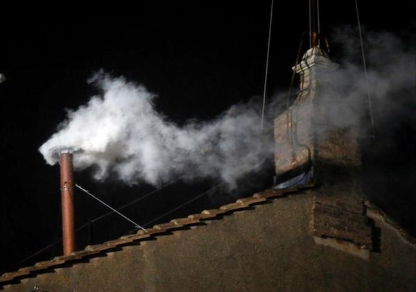Білий дим означає, що новий Папа обраний