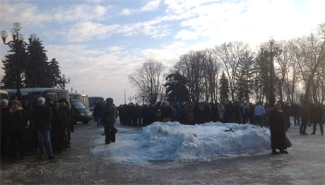Регионалы собрали митинг. Фото Владимира Коренного