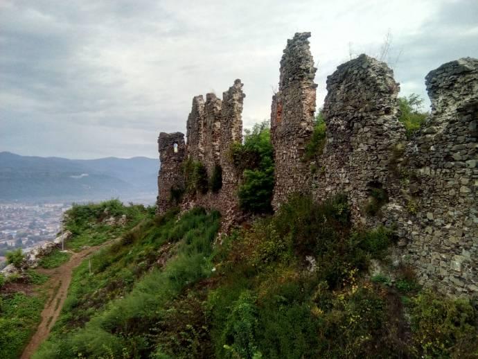 замок , 10 найцікавіших місць, які варто відвідати в Закарпатті