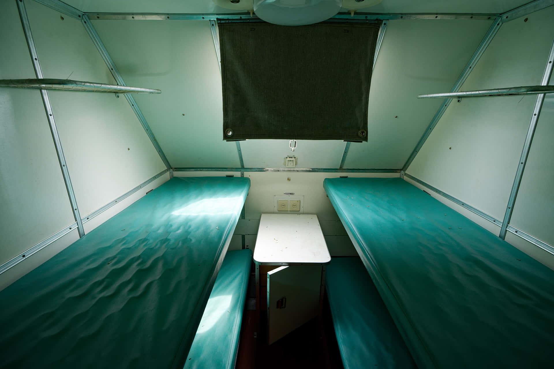 Внутри МАЗа – небольшие кубрики, похожие на купе в поезде