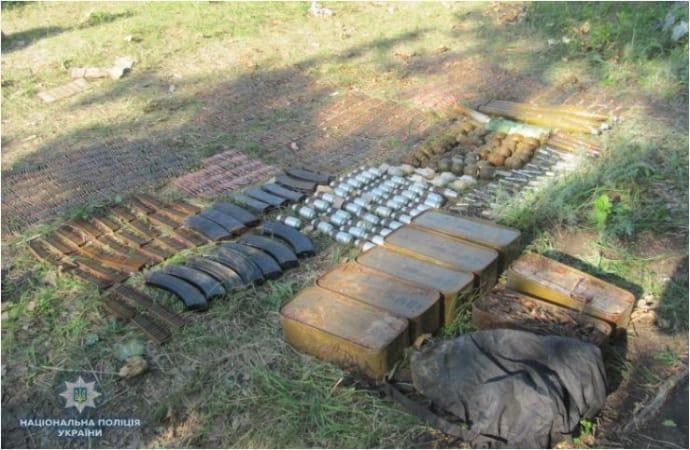 В Луганской области полиция изъяла арсенал оружия и боеприпасов