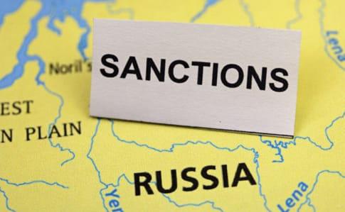 Санкції США: За добу російські олігархи втратили понад $12 мільярдів, рубль обвалився