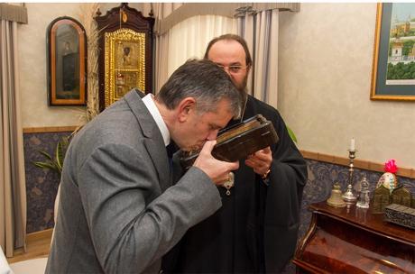 Российского посла в Лавре наградили орденом за заслуги перед церковью
