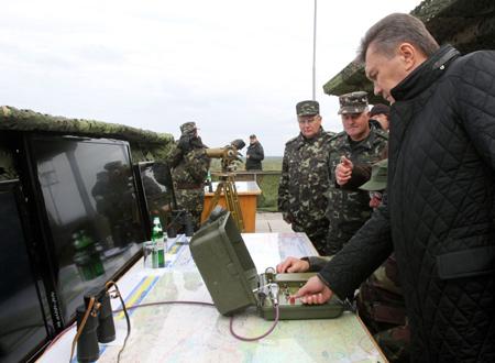 Януковичу дали запустить ракету. Фото: пресс-службы АП