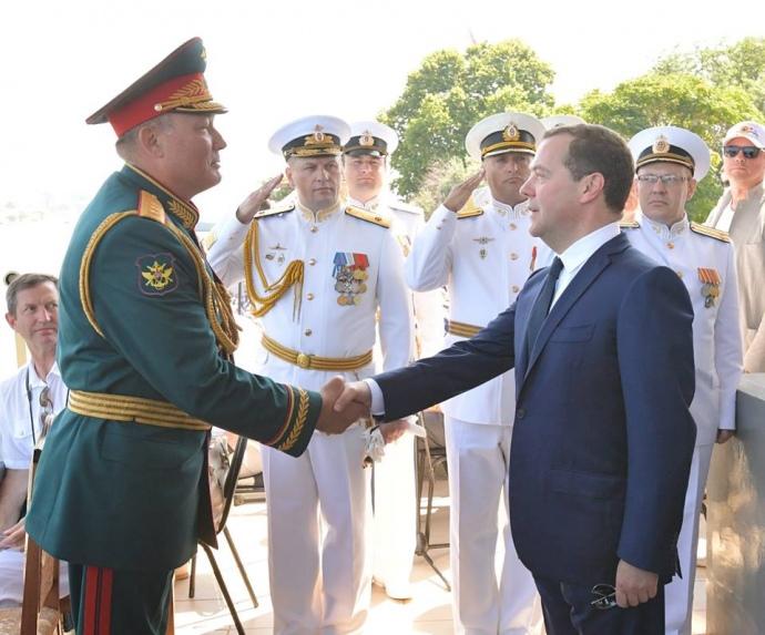 Вгосударстве Украина резко отреагировали напоездку премьера В. Путина в захваченный Крым