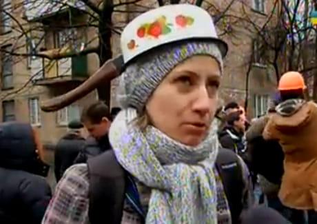 Активісти пікетували СІЗО, вдягнувши маски та каструлі. Стоп-кадр з відео 5 каналу.