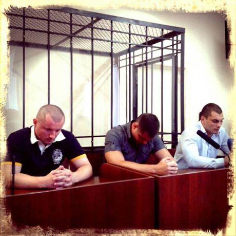 Суд присоединил трех подозреваемых в избиении журналистов к Титушко. Фото Ольги Сницарчук
