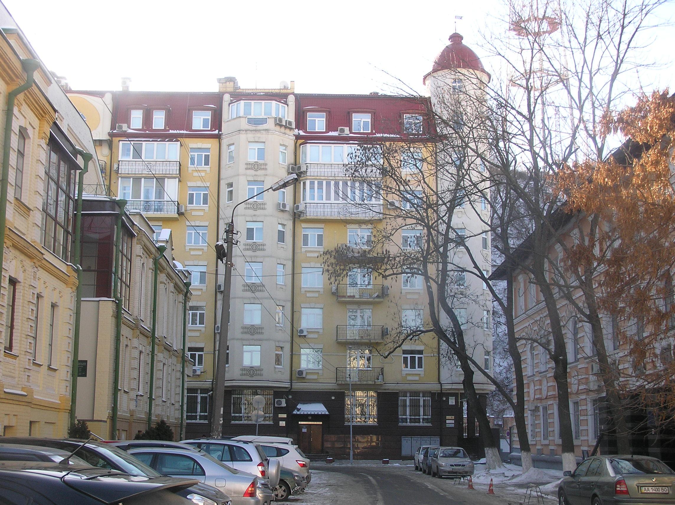 Будинок на Подолі, у якому, за даними Слідства.Інфо, пані Лукаш має квартиру
