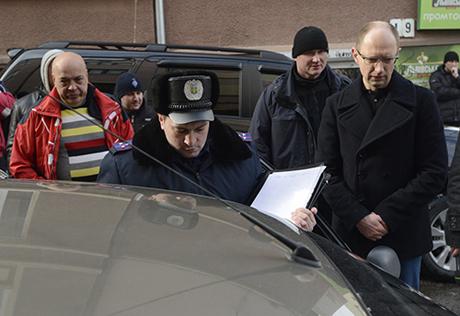 Яценюк у Чернівцях викрив стеження за собою. Фото прес-служби Батьківщини