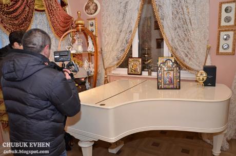 У маєтку є і рояль, і джакузі, і навіть вмонтовано басейн