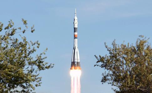Во время старта ракеты «Союз» к МКС произошла авария — экипаж жив