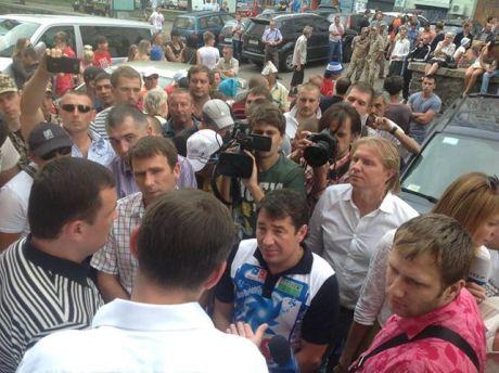 Ударовцы переманивали на свою сторону митингующих