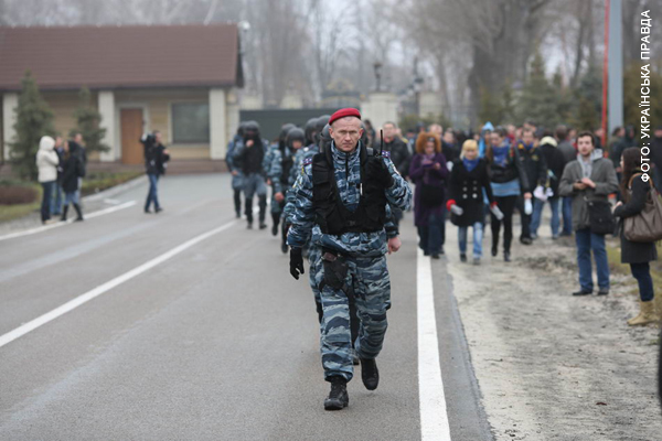 Милиция сопровождала активистов до самого выхода из поворота на Межигорье