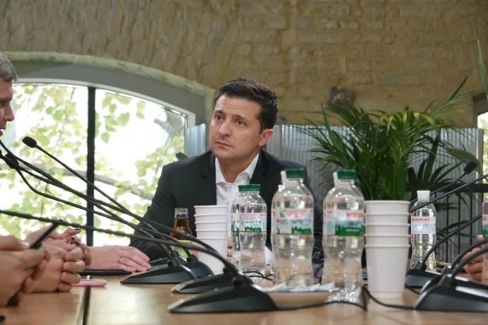 Зеленський зустрічається з журналістами групами по 10 осіб