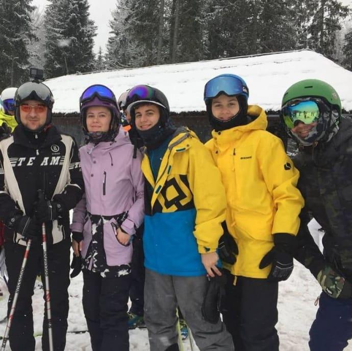 Зеленський фотографується з лижниками на курорті