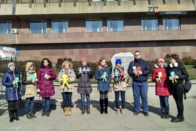 В Запорожье провели молчаливую акцию в память Аметова