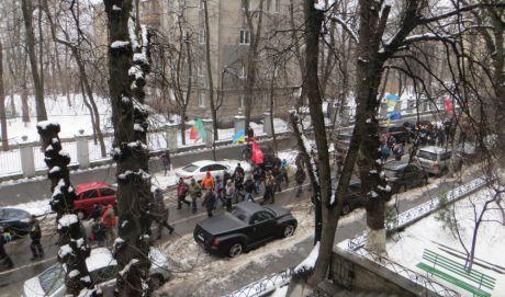 Митингующие скандируют Милиция с народом!