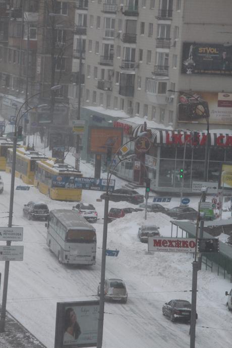 Тролейбуси не могли піднятися на бульвар Лесі Українки. Фото Оксани Коваленко, УП