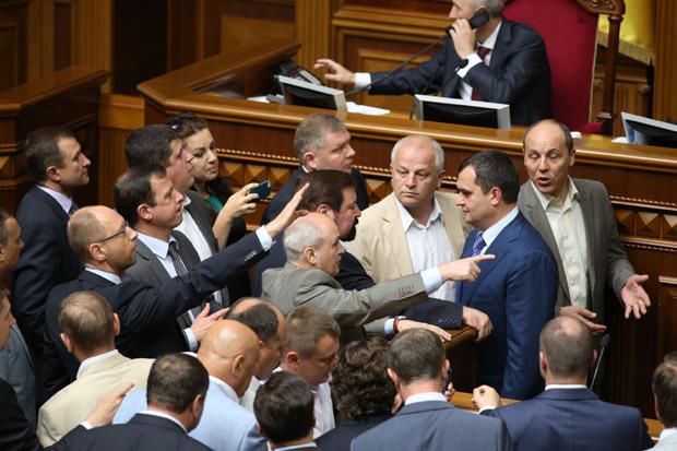 Захарченко чуть не побили в Раде