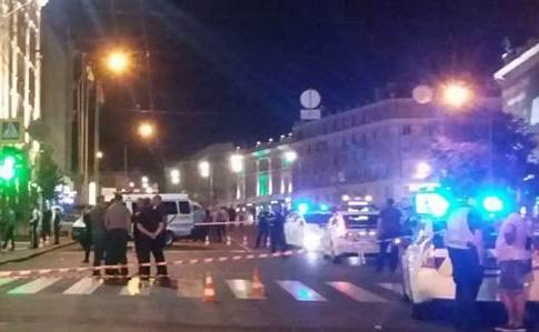 На мерію Харкова скоєно напад: застрелений поліцейський, є поранені (фото+відео)