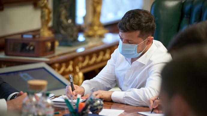 Зеленський підписав указ про підвищення мінімальної зарплати медикам