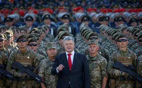 """Порошенко каже, що соратники Зеленського хочуть """"вистрелити в спину"""" армії"""