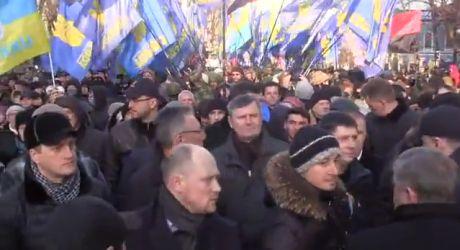 На Майдане формируются колонны на шествие, 8:53