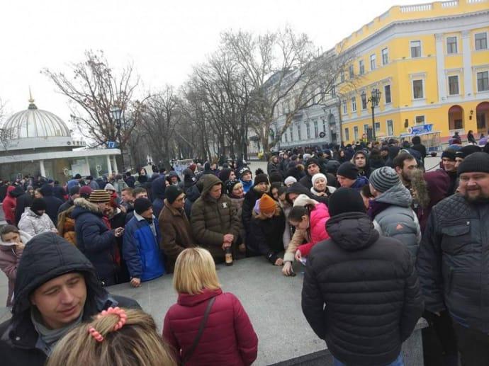 """В Одессе неизвестные шутники собрали """"проплаченный митинг"""""""