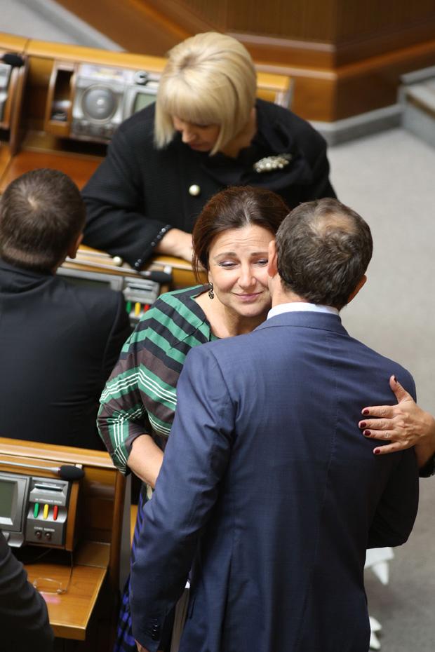 Депутат от Партии регионов Инна Богословская целовалась