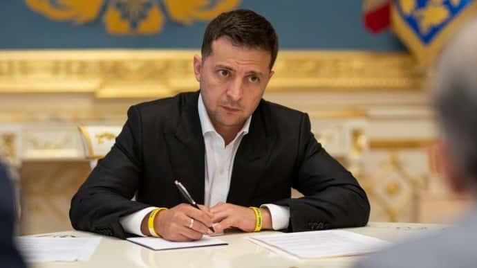 Зеленский подписал ''антиколомойський'' закон о банках   Украинская правда