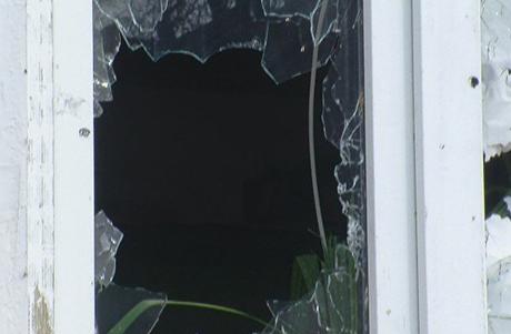 Разбитое стекло после обстрела. Фото Город Никополь