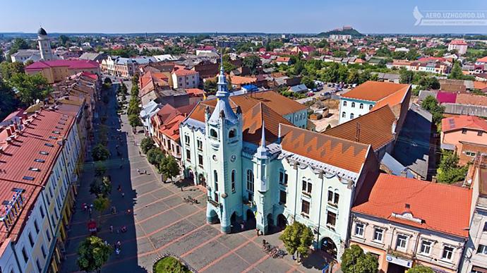 В Мукачево тоже открывают торговые центры и парки раньше ...