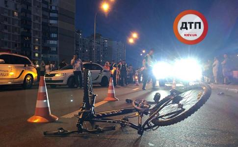 Авто изкортежа Порошенко сбило напереходе 13-летнего велосипедиста