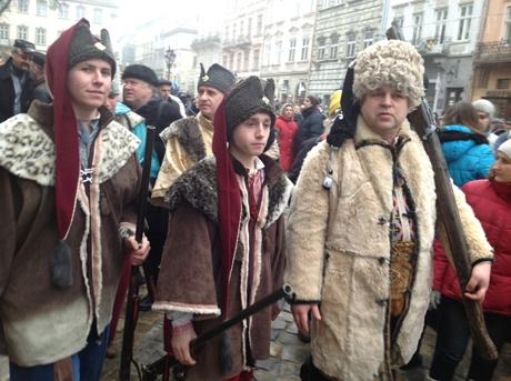 Львовяне исполнили гимн Украины. Фото Zaxid.net