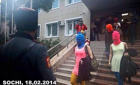 Толоконникову и Алехину отпустили из Сочинской милиции