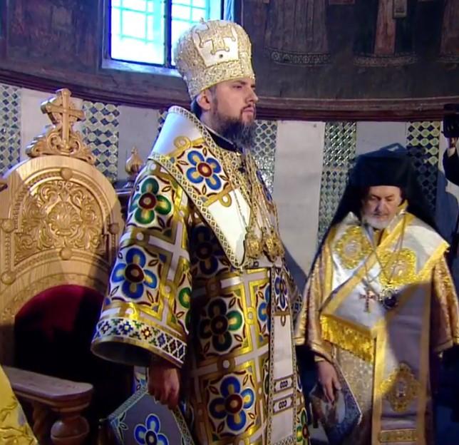 Церемония интронизации завершена, в Софии продолжается литургия