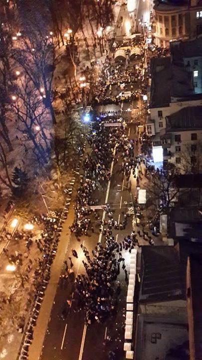 Вулиця Грушевського поряд із Кріпосним провулком, навпроти Маріїнського парку. фото Арсена Авакова
